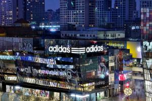 """Adidas chciał trzech pasków tylko dla siebie. Unia Europejska mówi """"nie"""""""
