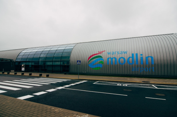 Raport EY: lotnisko w Modlinie nierentowne, potrzebuje potężnego wsparcia