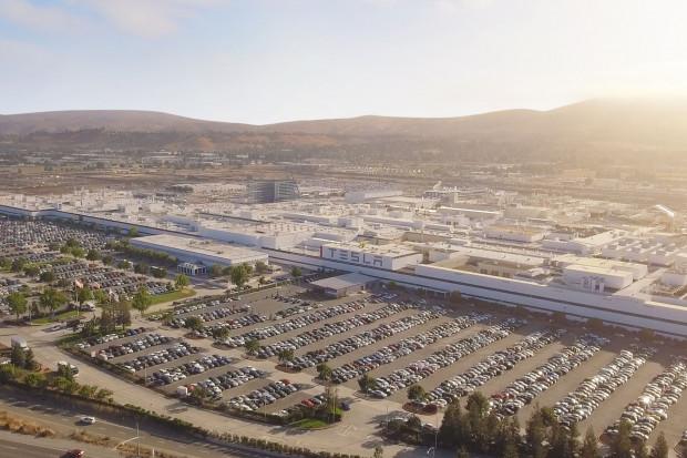 Tesla w tajnym laboratorium próbuje budować własne akumulatory