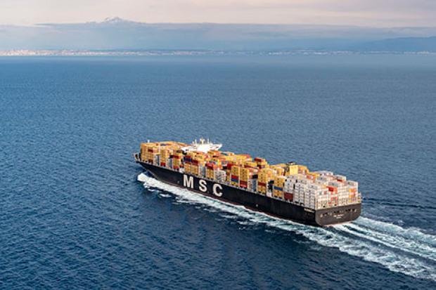 Pobity kolejny rekord wielkości kontenerowców. Do służby wchodzi statek-gigant