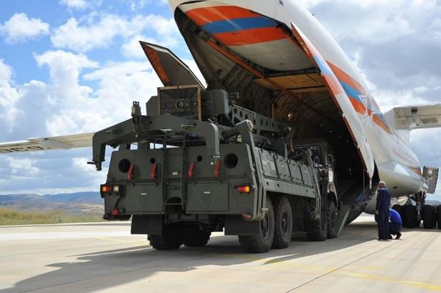 Do Turcji dotarly pierwsze elementy rosyjskiego systemu rakietowego