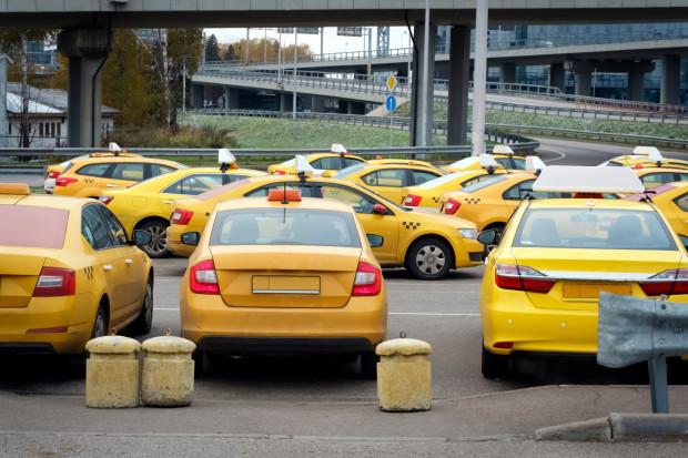 Yandex i Uber chcą kupić największą rosyjską firmę taksówkarską