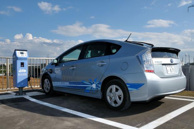 Toyota kupi baterie do samochodów od Chińczyków