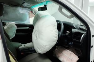Znani producenci samochodów oskarżani o ukrywanie wad poduszek powietrznych