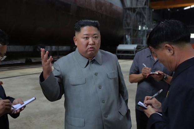 Kim Dzong Un sprawdził zupełnie nowy okręt podwodny Korei Północnej