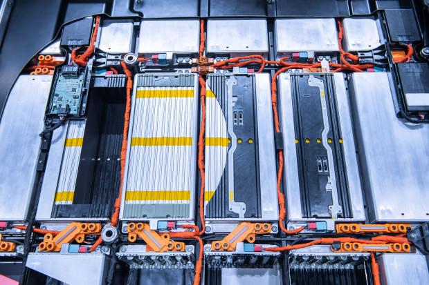 Największa fabryka baterii do samochodów na świecie powstaje w Polsce