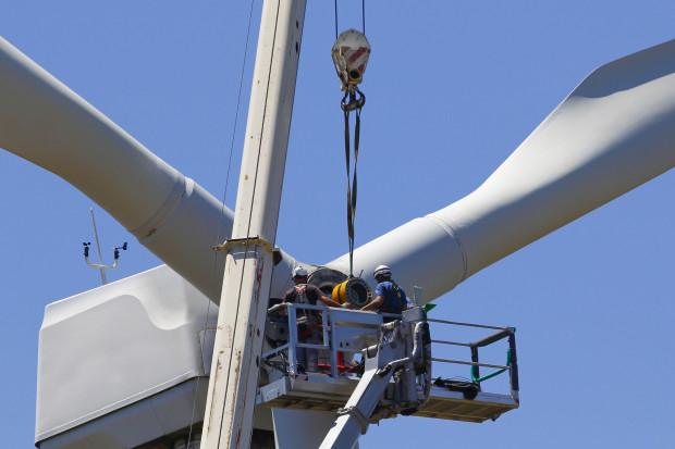 UE globalnym liderem zmniejszania zużycia paliw kopalnych i emisji CO2