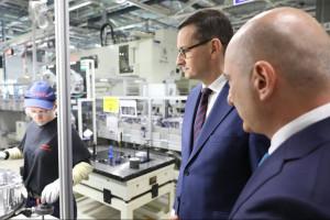 Toyota będzie produkować więcej sprzętu dla hybryd w Polsce. Morawiecki jest zachwycony