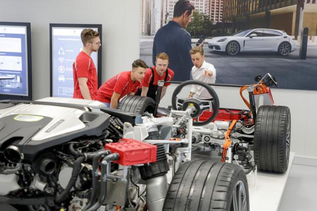 Porsche poszukuje specjalistów do produkcji elektrycznych aut
