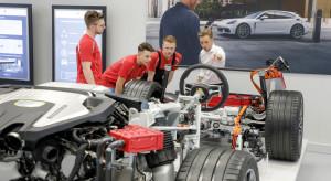 Specjaliści do produkcji elektrycznych aut poszukiwani