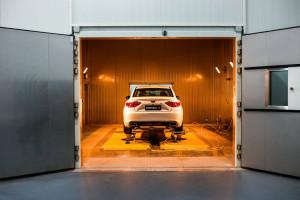 Chiński właściciel Volvo stracił niemal połowę zysku