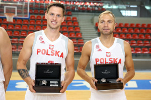 Producent szwajcarskich zegarków nadal będzie wspierał polską koszykówkę