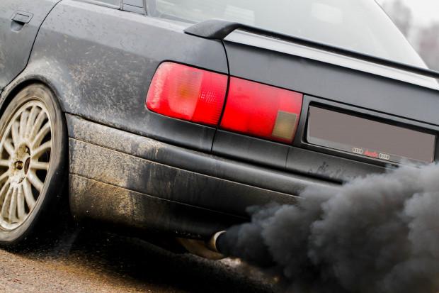 Naukowcy: spaliny samochodowe są niebezpieczne dla oczu