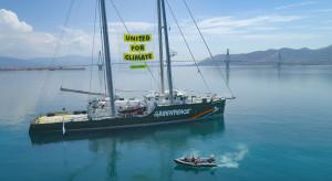 Emblematyczny statek Greenpeace'u nie zawinie do Gdańska. Nie zmieści się w porcie?