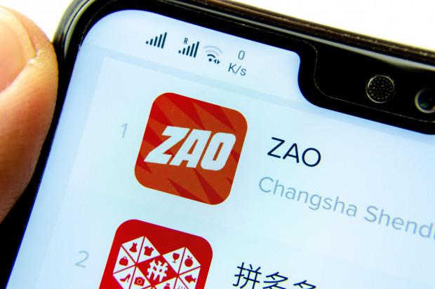 """#AzjaTech. Chińczycy stworzyli najbardziej zaawansowaną aplikację do tzw. """"deepfake"""""""