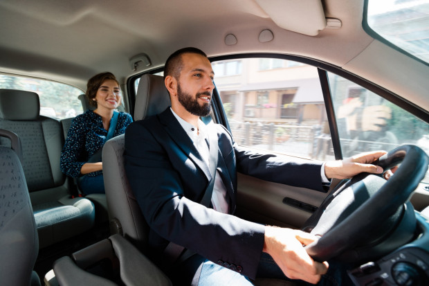 Kierowcy Ubera będą mieli status pracownika z minimalnym wynagrodzeniem i świadczeniami