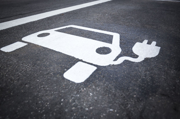 W niektórych krajach są rządowe dopłaty do aut elektrycznych (fot. Shutterstock.com)