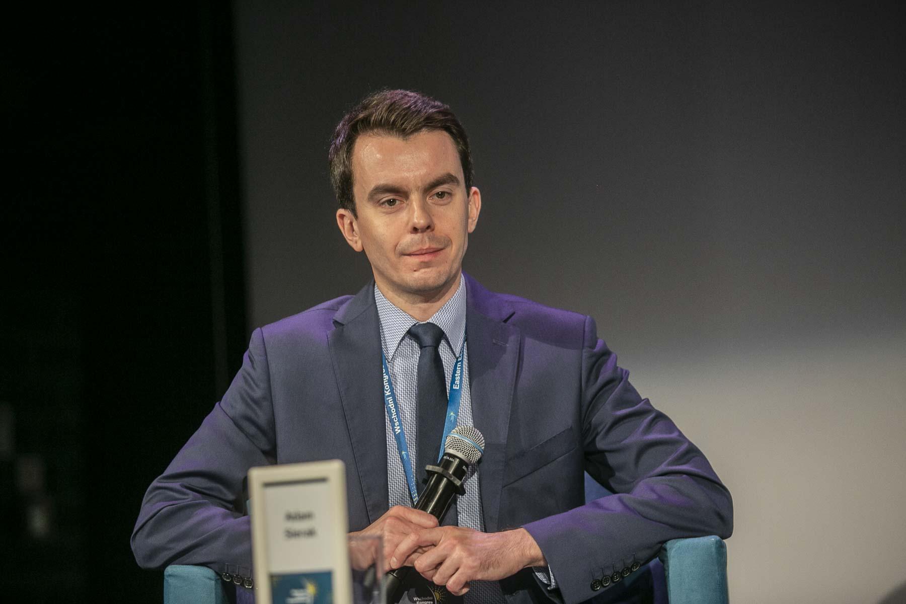 Adam Sierak, moderator dyskusji, redaktor serwisów PortalSamorzadowy.pl i WNP.PL