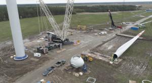 Dobiegają końca prace przy jednym z najwyższych wiatraków w Polsce
