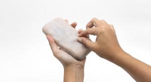 Obudowa smartfona imituje ludzką skórę. Można go uszczypnąć i połaskotać [WIDEO]