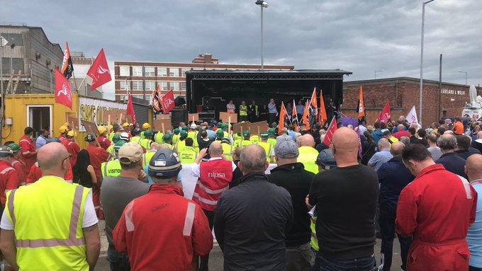 Pomimo protestów pracowników, stocznia Harland i Wolff upadła w lipcu.  Fot. GMB Union