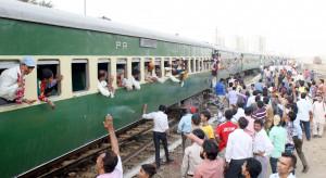 Wielu zabitych i rannych w pożarze w pociągu w Pakistanie