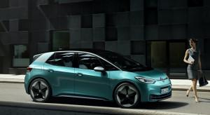 """Volkswagen policzył, ile jego """"elektryk"""" będzie tańszy w utrzymaniu od wersji spalinowej"""