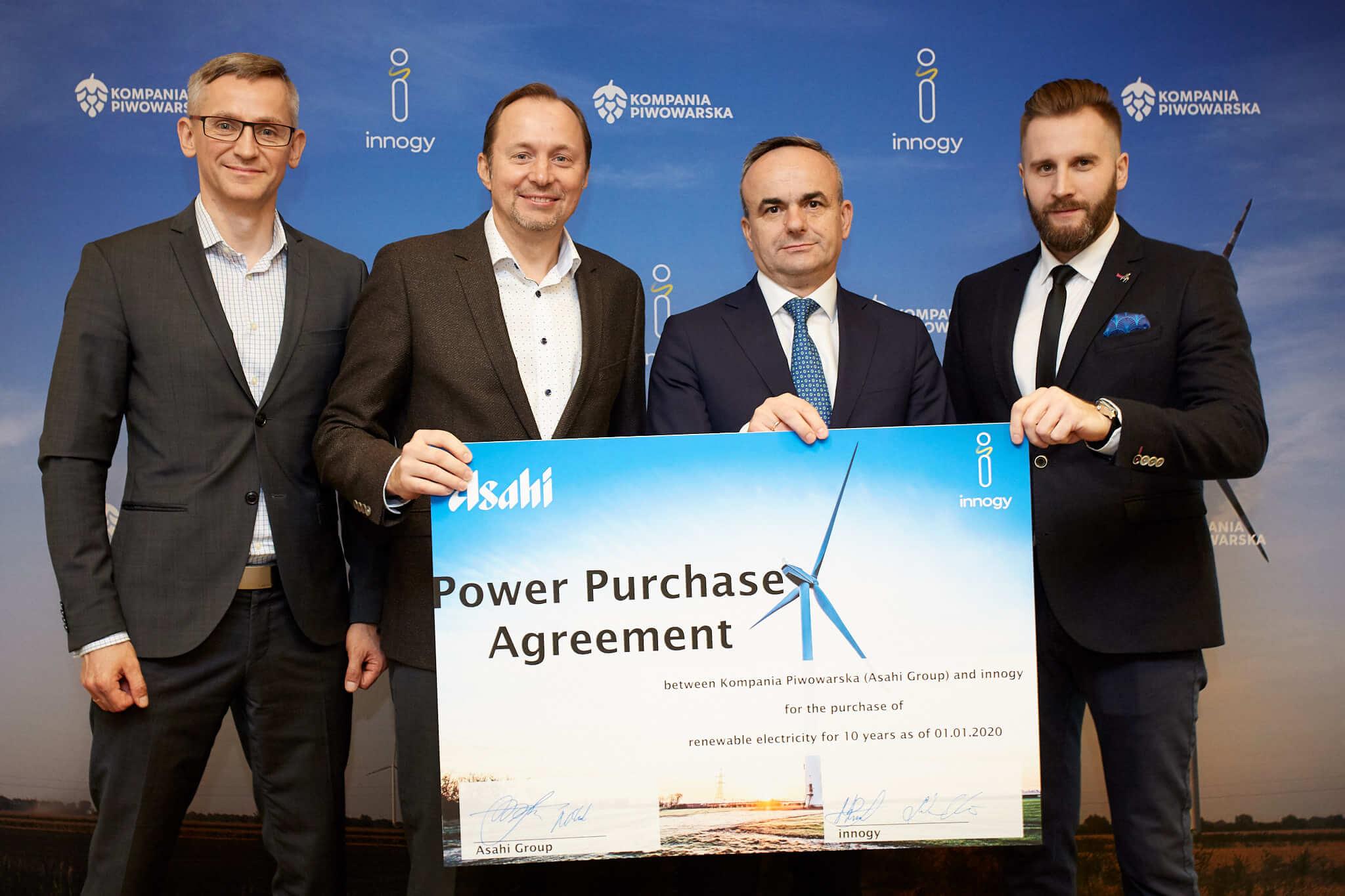 Podpisanie umowy przez Kompanię Piwowarską oraz Innogy.
