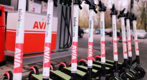 Polska sieć stacji paliw bierze się za ładowanie hulajnóg