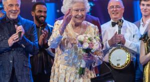 Królowa Elżbieta kończy z naturalnymi futrami