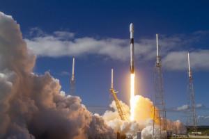SpaceX umieściło w przestrzeni kosmicznej 60 satelitów