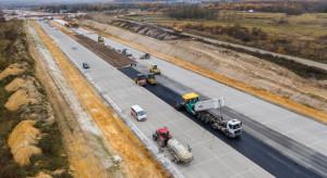 Zakończył się ważny etap budowy opóźnionego odcinka autostrady