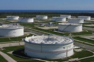 Brudna ropa z Rosji wciąż w polskich magazynach