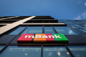 Znany polski bank faworytem do kupna mBanku. Kurs akcji zapikował