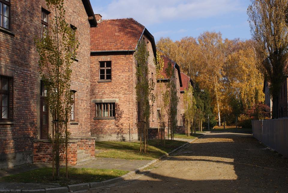 Baraki niemieckiego nazistowskiego obozu koncentracyjnego i zagłady Auschwitz-Birkenau, obecnie muzeum. (fot. archiwum)