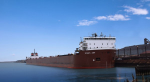 ArcelorMittal sprzedaje połowę swoich statków