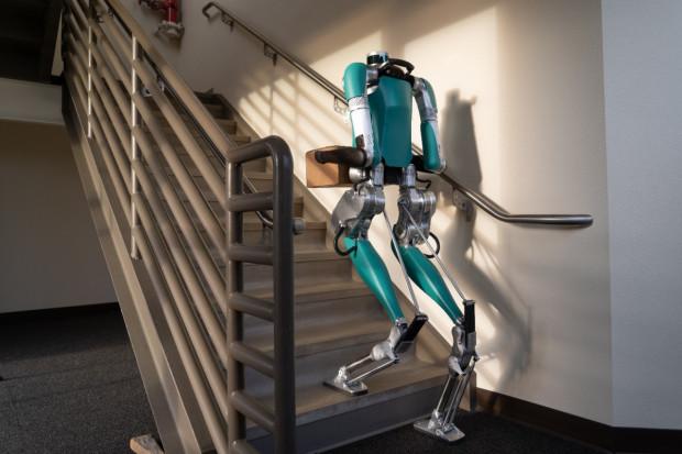 Robot Forda zapuka do drzwi. Ale dopiero jak dostanie auto