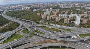 Moskwa walczy ze smogiem. Na cenzurowanym wielkie ciężarówki