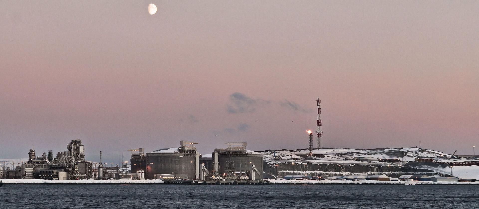 Melkøya, to tam został załadowany statek. Fot. Janter, wikipedia, CC BY-SA 3.0