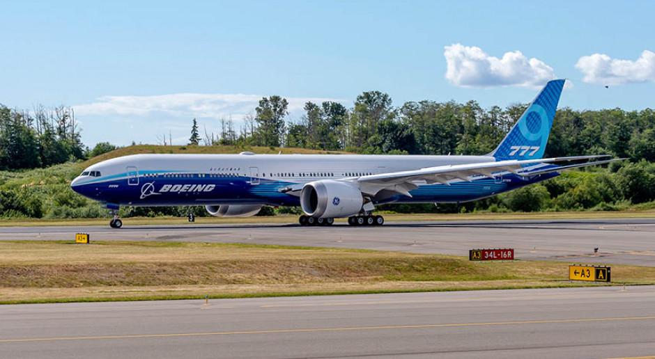 Największy dwusilnikowy samolot na świecie zdecyduje o przyszłości Boeinga