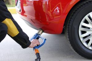 Na stacjach paliw potaniały benzyna i LPG