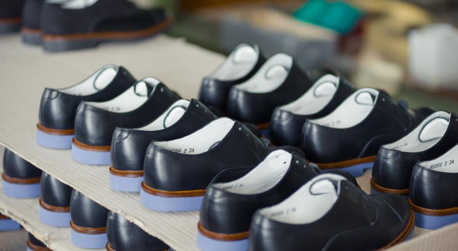 Szyjemy mniej butów, ale kupujemy więcej