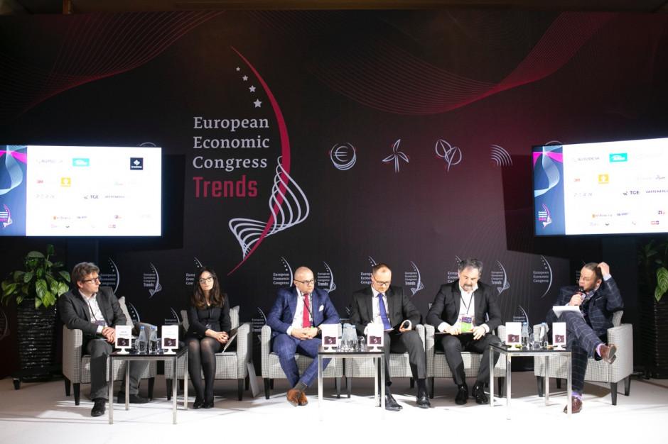 Debatę o zachętach i barierach w automatyzacji i robotyzacji produkcji prowadził na EEC Trends w Warszawie 25 lutego 2020 r. Rafał Kerger, redaktor naczelny WNP.PL. Fot. PTWP