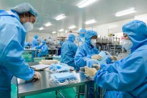 Fiat ma produkować maseczki, Ferrari, Ford i GM celują w produkcję respiratorów