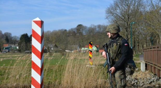 Żołnierze wspierają Straż Graniczną, fot. MON