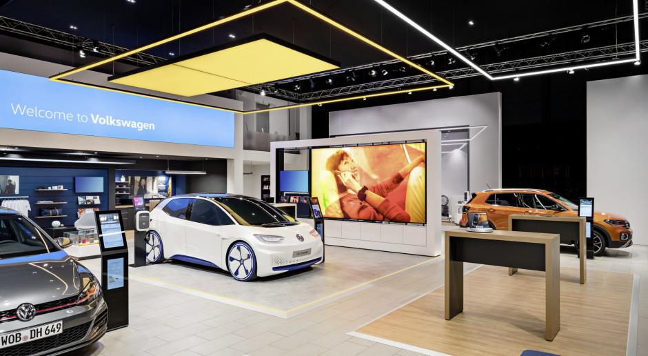Producenci aut wspomagają dealerów