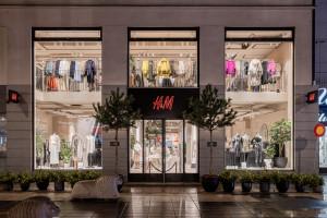 Globalna firma odzieżowa z 46 proc. spadkiem sprzedaży w marcu