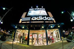 Adidas szuka państwowego wsparcia. Chodzi o 1-2 mld euro