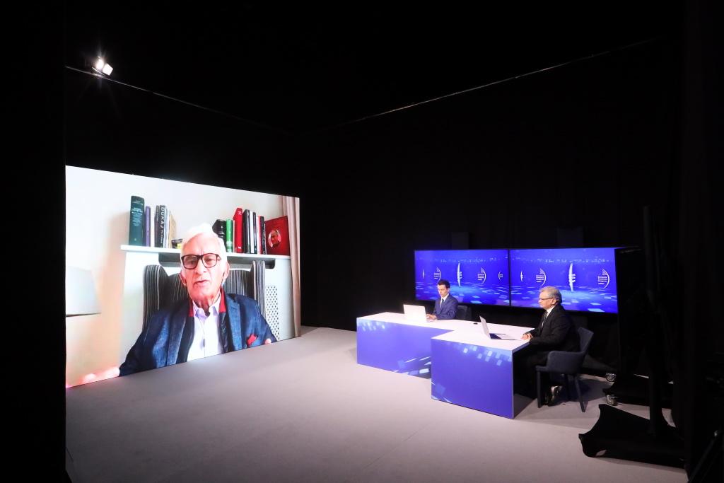 Rozmowa z Jerzym Buzkiem podczas debaty na EEC Online. Fot. PTWP